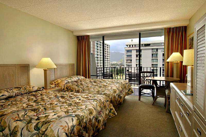 Ohana-East-City-View-Room