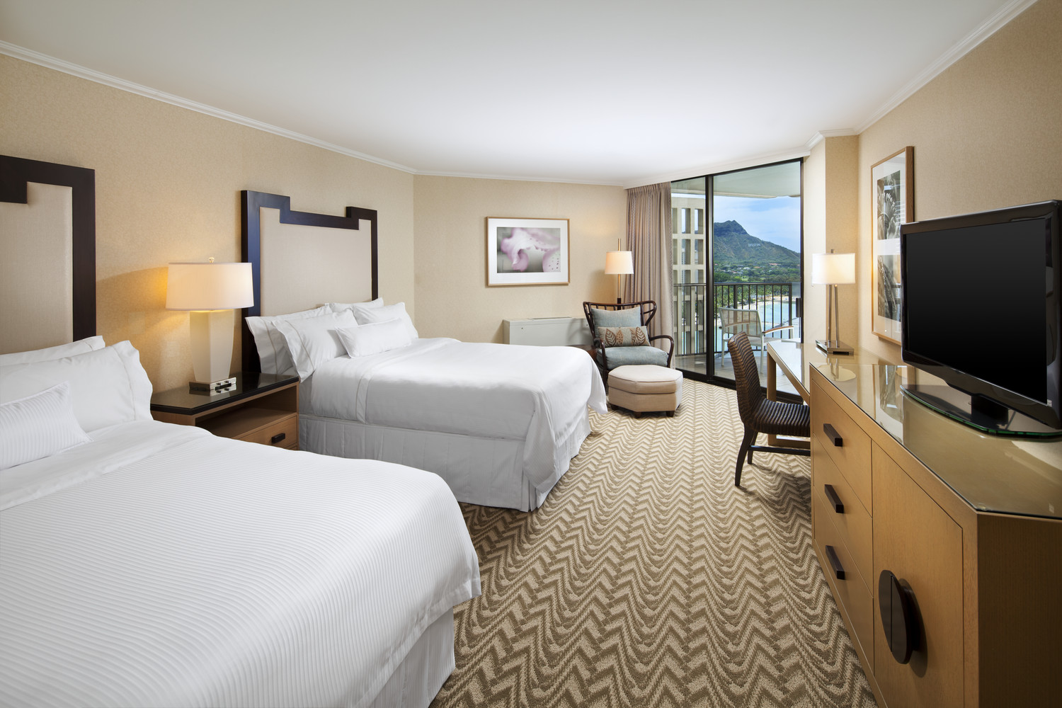 Westin-Moana-Surfrider-Tower-Deluxe-Oceanview-Room