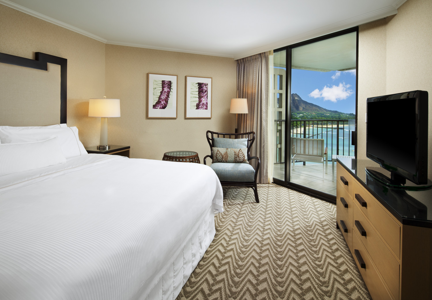 Westin-Moana-Surfrider-Tower-Ocean-Suite-Bedroom