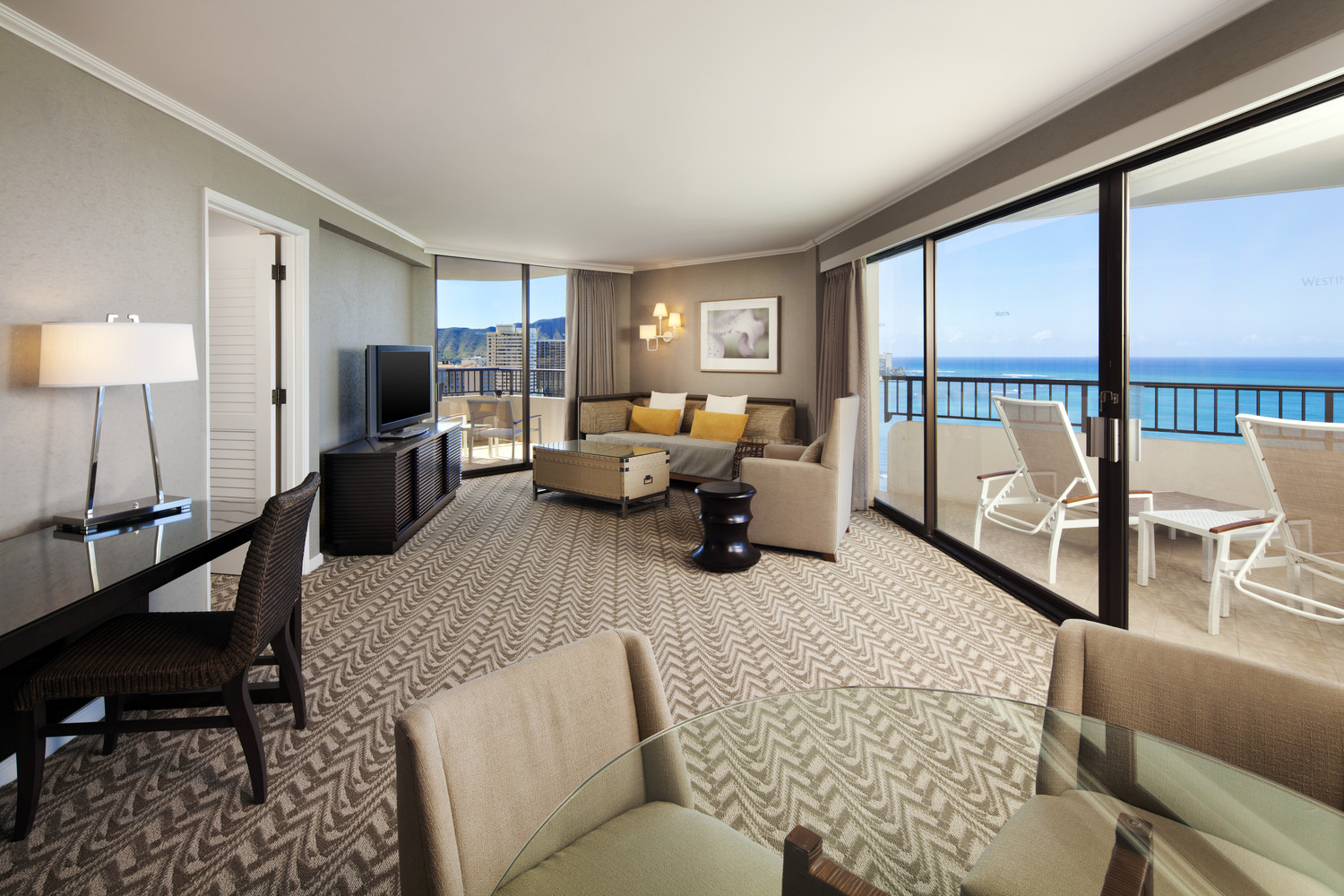 Westin-Moana-Surfrider-Tower-Ocean-Suite-Living-Room