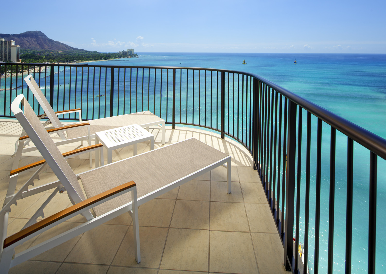 Westin-Moana-Surfrider-Tower-Ocean-Suite-View